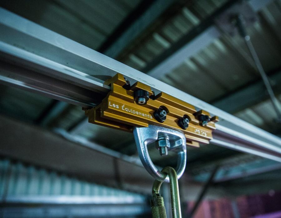 Rail rigide horizontal